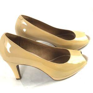 CLARKS ARTISIAN patent leather pumps peep toe heel